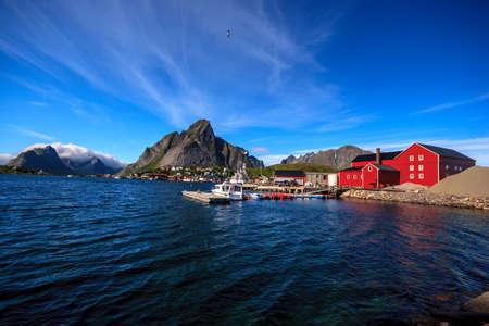 レーヌは、北極ノルウェーの北海岸に位置するモスケネスまで移動したの行政の中心地です。