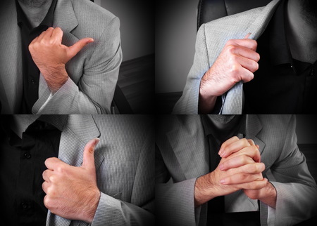 expresion corporal: hombre joven en la oficina que muestra el lenguaje corporal de cerca Foto de archivo
