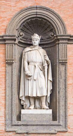 anjou: Estatua de Carlos I de Anjou, el Palacio Real de N�poles Foto de archivo