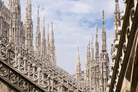 gargouilles: Une vue sur les tours de la cath�drale de Milan en Italie, Europe
