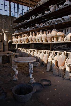 anforas: Encuentra en las excavaciones arqueológicas de Pompeya, Italia