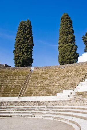 El teatro de las excavaciones arqueológicas de Pompeya, Italia Foto de archivo