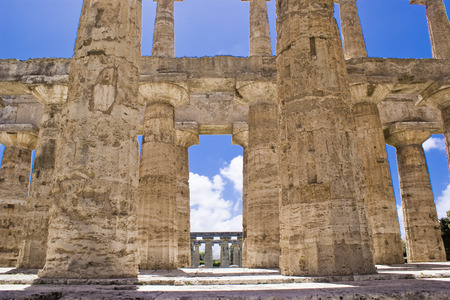 Temple of Neptune in the archaeological site of Paestum, Italy Imagens