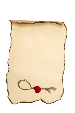 Carta scorrere con con bordi bruciati e francobollo isolato su bianco Archivio Fotografico - 10810534