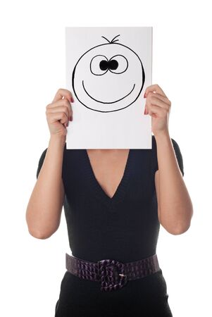 Giovane donna con il sorriso dipinto felice sul foglio di carta sulla faccia isolato su bianco Archivio Fotografico