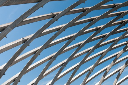 Il tuo cielo attraverso gabbia di legno in zoo di Helsinki Archivio Fotografico