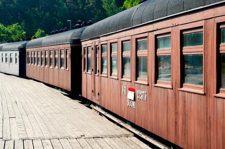 Vecchie automobili in legno sulla stazione. Porvoo. Finlandia.