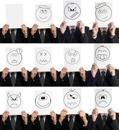 rey caricatura: Compilación (collage) del hombre con la sonrisa pintada en la hoja de papel sobre su rostro aislado en blanco