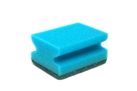 Cucina spugna blu per lavare gli utensili da cucina su uno sfondo bianco Archivio Fotografico - 10943220