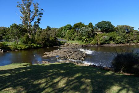 small shallow waterfalls of Kerikeri river basin - Northland New Zealand Stockfoto - 131602334