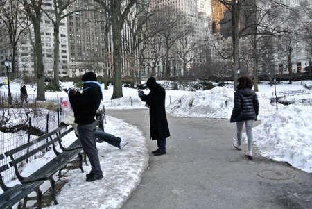 ニューヨーク、セントラルパーク、2014 年 2 月雪の人々 報道画像