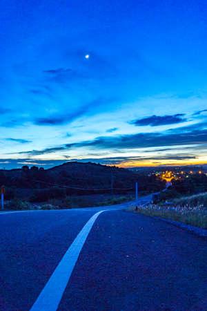 日没時に道路 写真素材