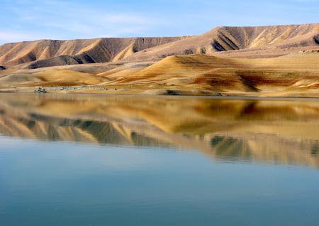 Natuurlijke spiegel - Azat Reservoire, Ararat provincie, Armenië