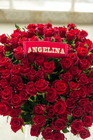 Angelina rode roos boeket met naamlabel