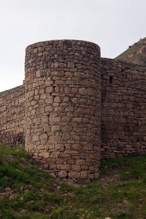 Geruïneerde muren van Tapi-vesting van Gevorg Marzpetuni