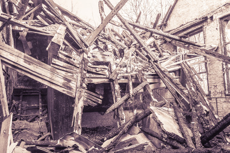 quemado: disparar vintage de una casa incendiada