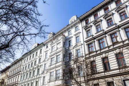 fachada de una antigua casa blanca en Berlín Kreuzberg