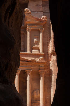 petra: Petra, the lost city of the Nabateans
