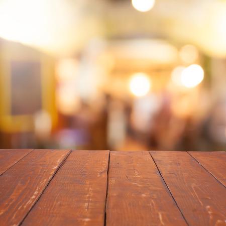 빈 테이블과 흐리게 카페 배경, 제품 표시 스톡 콘텐츠