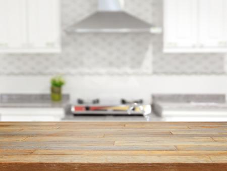 빈 나무 테이블과 흐리게 부엌 배경 제품 표시 스톡 콘텐츠