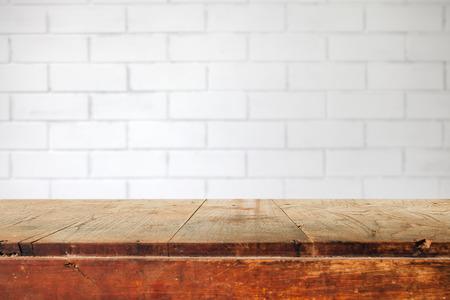 ceramica: Vector vacío y blanco de fondo de pared de ladrillo, exposición de productos de montaje Foto de archivo