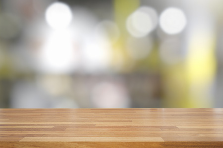 Empty wooden table and interior background, product display, blurred light interior background with bokeh, Ready for product montage Standard-Bild - 110441651
