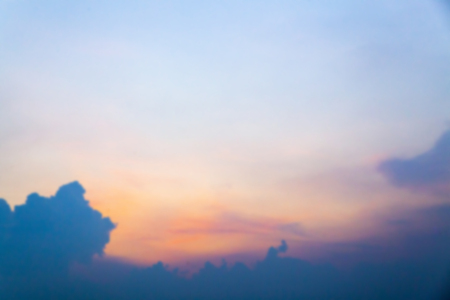 Blurred background of beautiful sunset sky Standard-Bild - 111989989