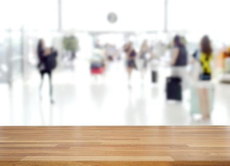 Empty wooden and table on abstract blur people walking in terminal at airport background, product display, Ready for product montage Standard-Bild - 126589894