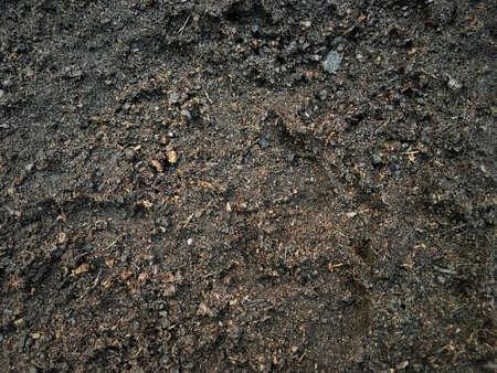Realistyczna mokra gleba po deszczu widok z góry tekstura tło.