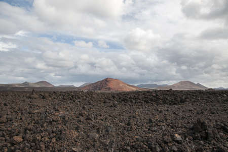 alien landscape: paesaggio alieno di Lanzarote, dove osserviamo il deserto di pietra Archivio Fotografico