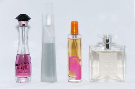 different shapes: colonie di diverse forme, colori e profumi