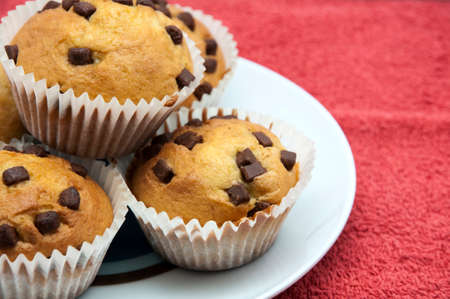 madalena: chocolate muffins on a red background