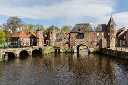 Medieval town wall Koppelpoort and the Eem river in Amersfoort, Netherlands Archivio Fotografico - 105962713