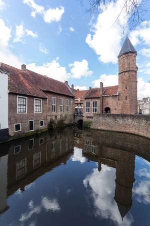 Medieval town wall Koppelpoort and the Eem river in Amersfoort, Netherlands Archivio Fotografico - 105962717