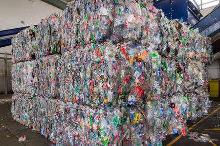 Centres de recyclage des plastiques et de sa matière première comme collecte, préparation et transformation