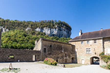 Baume Les Messieurs village, Valley, canyon from Jura, France 免版税图像