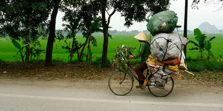 Asian street seller riding a bicycle 版權商用圖片