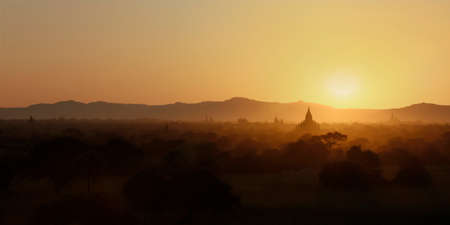 Sunset in buddhist temple, stupa, in the historical park of Bagan, Myanmar Imagens