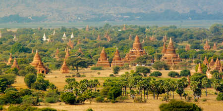 View of buddhist temple, stupa, in the historical park of Bagan, Myanmar Фото со стока