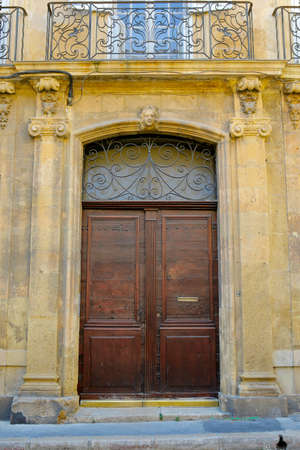 door of mediterranean building in the south of france 스톡 콘텐츠