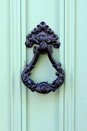 detail of door of mediterranean building in the south of france 스톡 콘텐츠