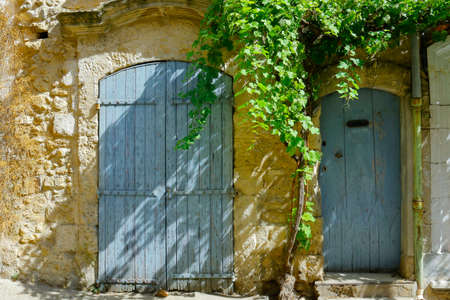 close up of shutter of mediterranean building in the south of france 스톡 콘텐츠