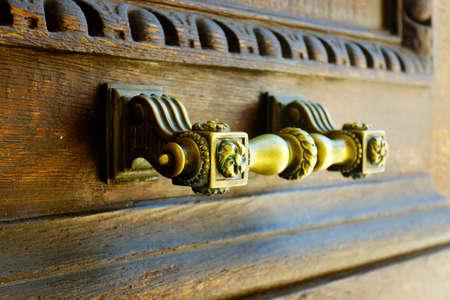 brass door handle on wooden door Reklamní fotografie