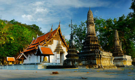buddhist temple and stupa in thailand Banco de Imagens
