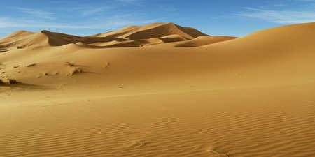 Duna de arena en el desierto del Sahara en Marruecos