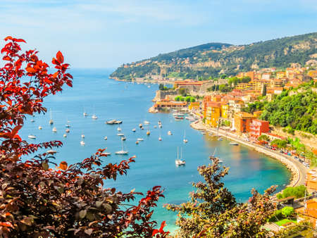 Ciudad costera de la Riviera francesa. Paisaje de la Cote d'Azur, Provenza, Villefranche-sur-Mer, Francia Foto de archivo