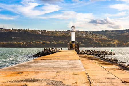Lighthouse in Sea Port Varna, Balck Sea coast, Bulgaria Standard-Bild - 137760584