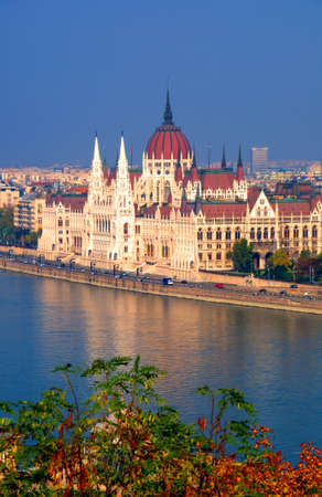 el edificio del Parlamento en Budapest, Hungr�a photo