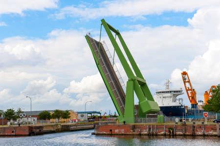 drawbridge: draw-bridge
