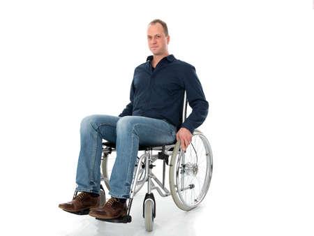 paraplegico: hombre en silla de ruedas